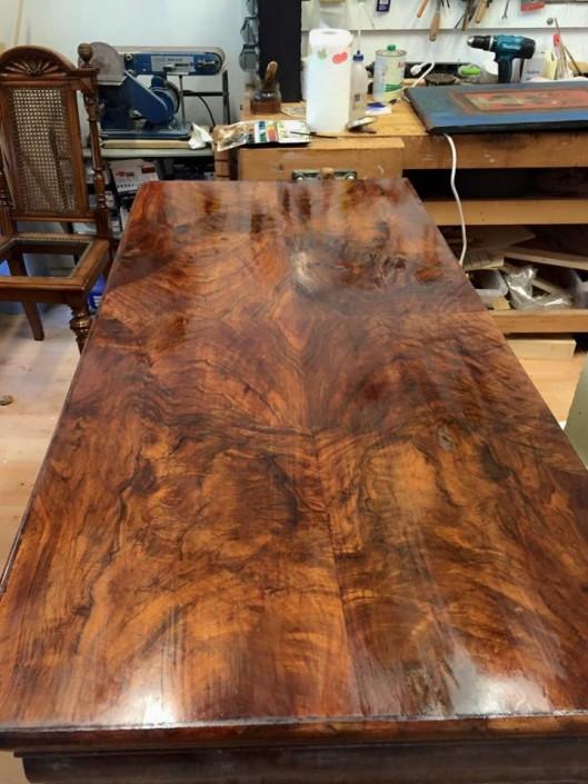 Nussbaum Kommode nach Restaurierung